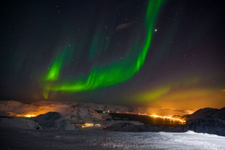 Polarlichter über der Stadt Honningsvag
