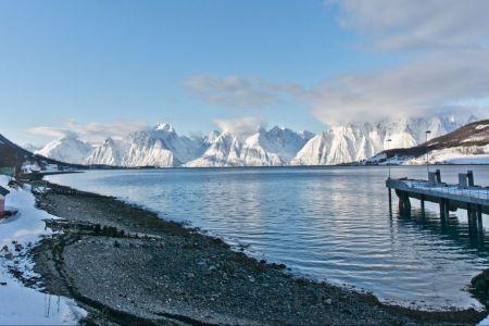 Fijorde mit den Lyngenalpen im Hintergrunde