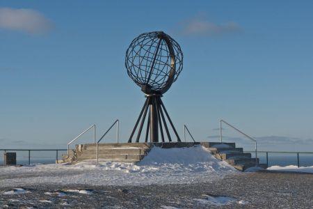 Faszination Nordkap, im Jahr 1978 wurde dieser grosse Globus aufgestellt, der symbolisch das Ende des europäischen Festlandes markiert